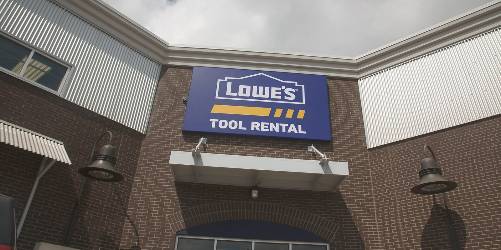 lowe's tool rental